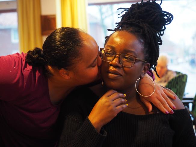 Foto: Paul te Stroete | Marcia Lynch met één van haar cliënten in februari 2020